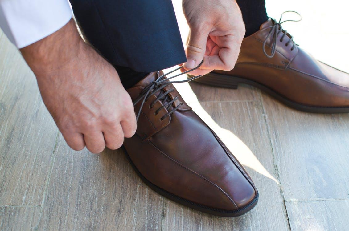 35fb2319f la limpieza de los zapatos de hombre